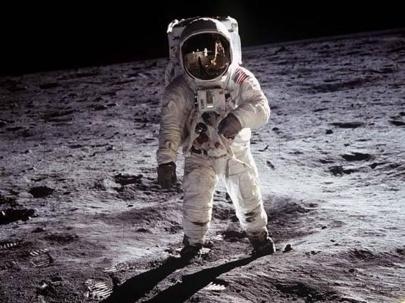 Инопланетные базы на Луне, снято Нилом Армстронгом