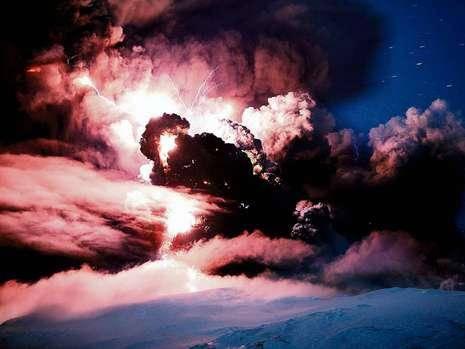 Время сумасшедших предсказателей конца света. 10 невероятных теорий извержения вулкана ('Bild.de', Германия)
