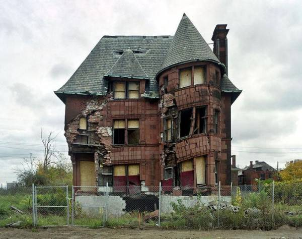 http://tainy.net/wp-content/uploads/2011/05/ruins_of_detroit_011-600x474.jpg