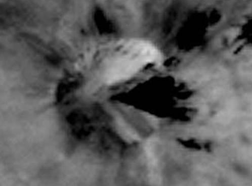Зонд НАСА передал на Землю снимок «летающей тарелки»