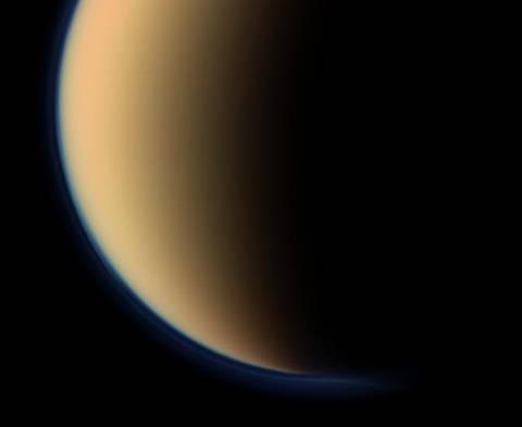О чем говорит «дырка» в атмосфере Титана?
