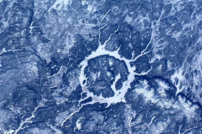 19 кратер от метеорита в канаде flickr com