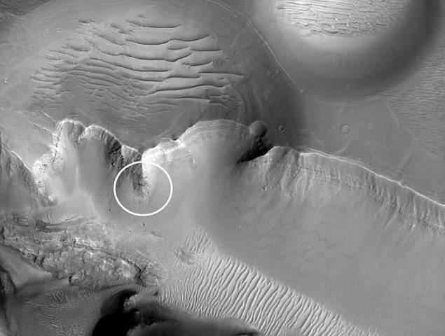 НАСА вынудили объясниться по поводу монолита на Марсе