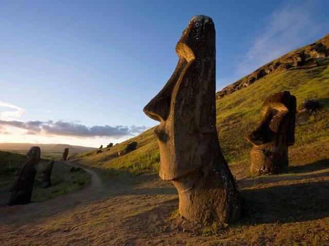Американские ученые заставили двигаться гигантские фигуры с острова Пасхи