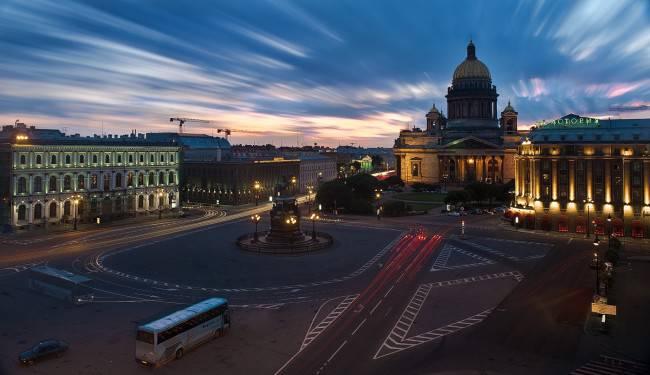 Одна из старейших и красивейших площадей Санкт-Петербурга