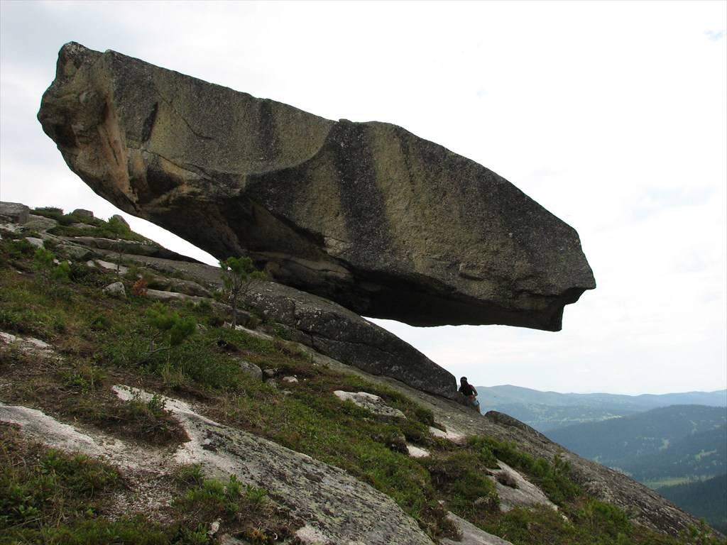 Висячий камень - фото в альбоме Ергаки.