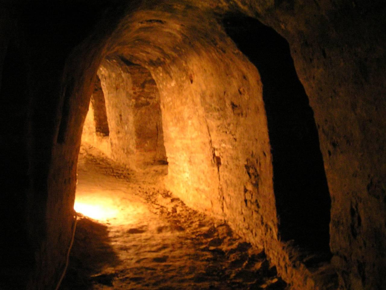 Откуда появились древние подземные сооружения?