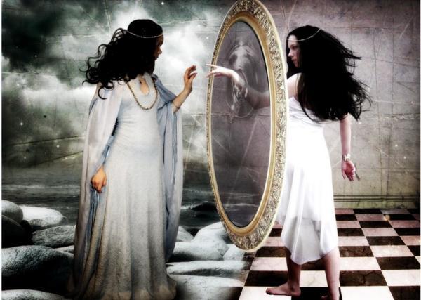 Почему гадать на зеркалах опасно
