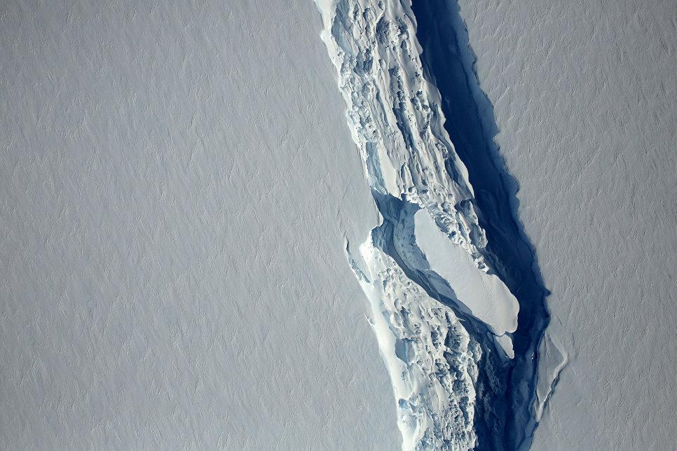 В Антарктиде откололся айсберг весом около триллиона тонн