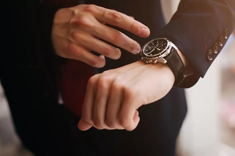 Можно ли подарить часы на день рождения: приметы - плохая, как обойти приметы и суеверия?