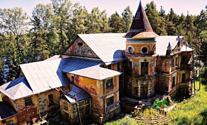 Замок в Заключье.