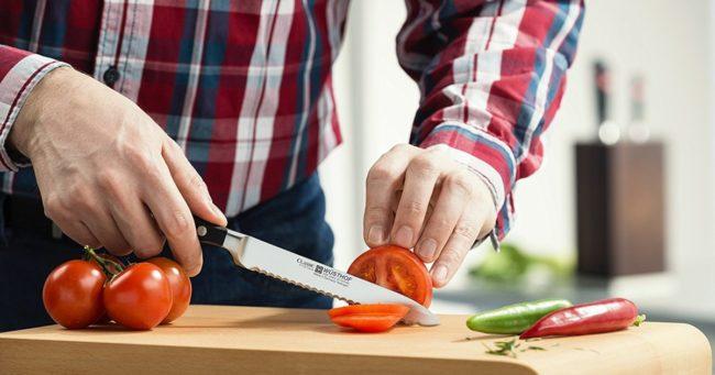 нож у мужчины