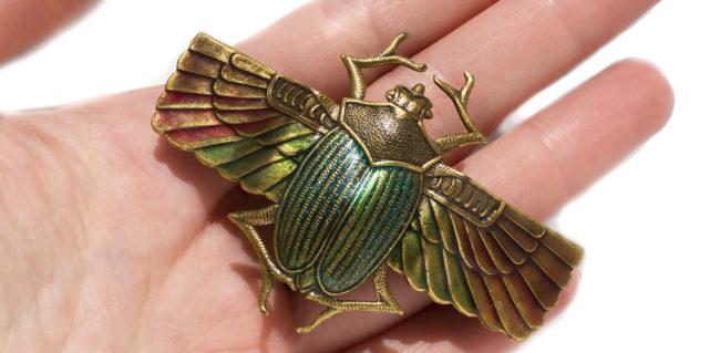 Заколка в форме талисмана жук скарабей