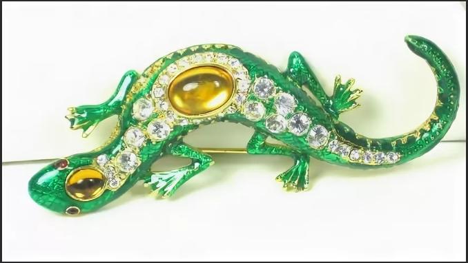 саламандра зеленая брошь