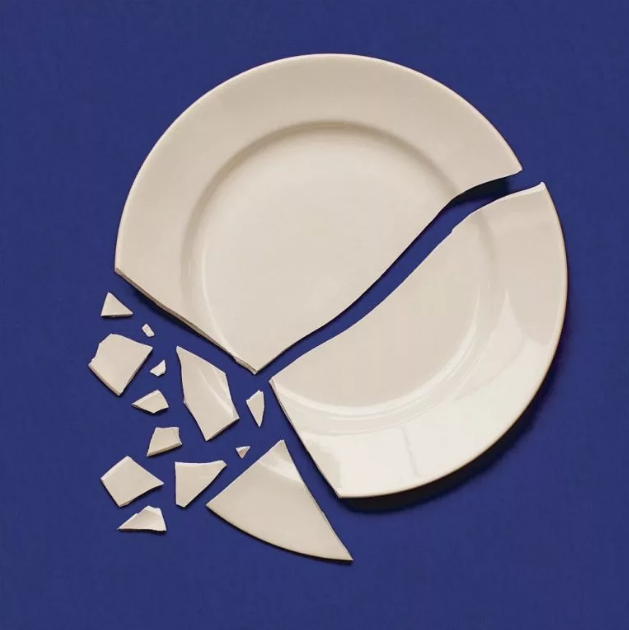 тарелка разбилась белая