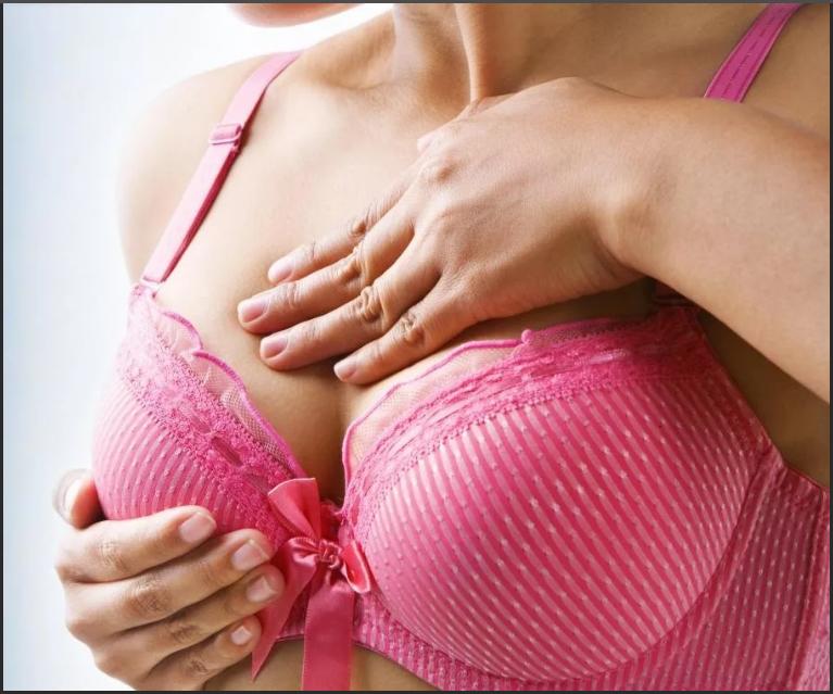 Чешется правая грудь: народные приметы - значение по дням недели