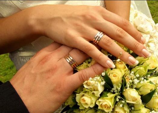 кольца на правой руке