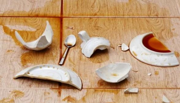 тарелка разбилась и чашка