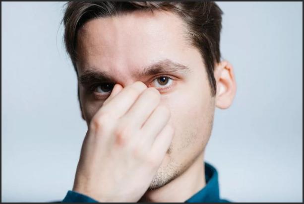 чешется нос у мужчины