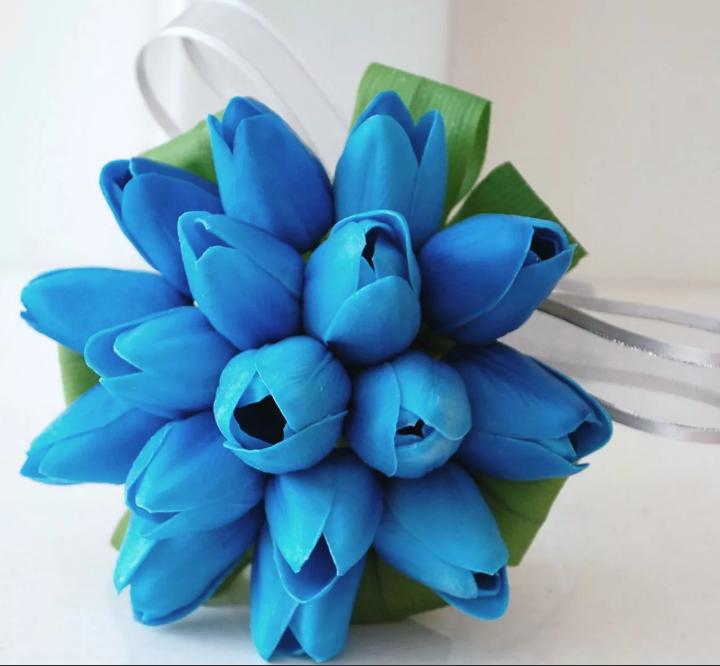 букет невесты голубые тюльпаны