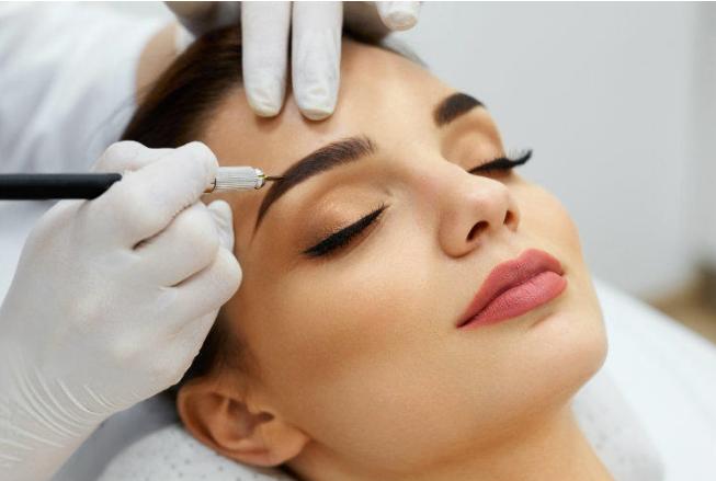 чешется правая бровь у косметолога