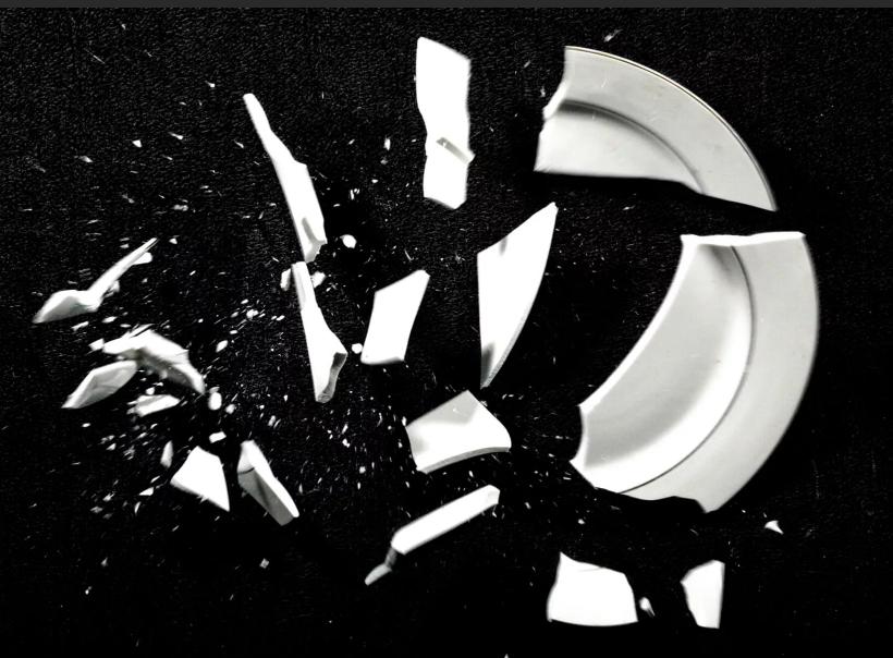 тарелка разбилась