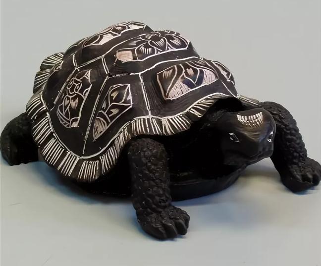 черепаха из черного камня