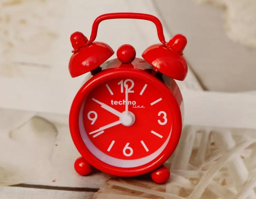 будильник красный