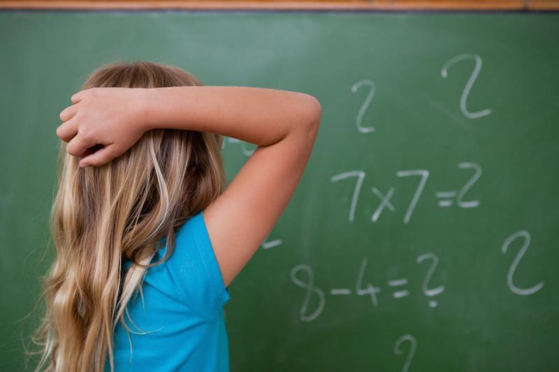 Чешется затылок: примета для девушек и парней, можно ли избежать негатива