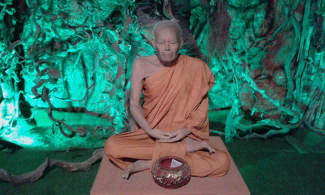 Медитирующий монах