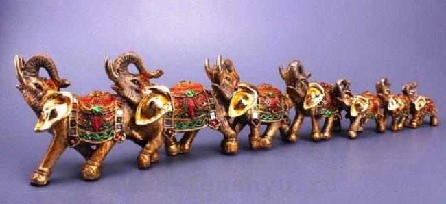 Статуэтки семи слонов