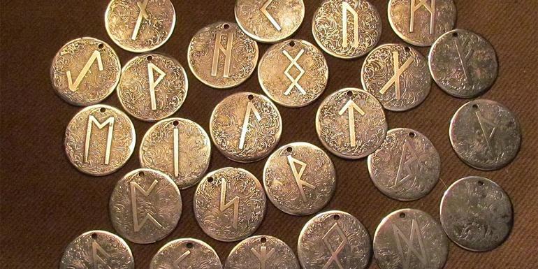 Талисманы, при изготовлении которых руны наплавляются на металлический медальон