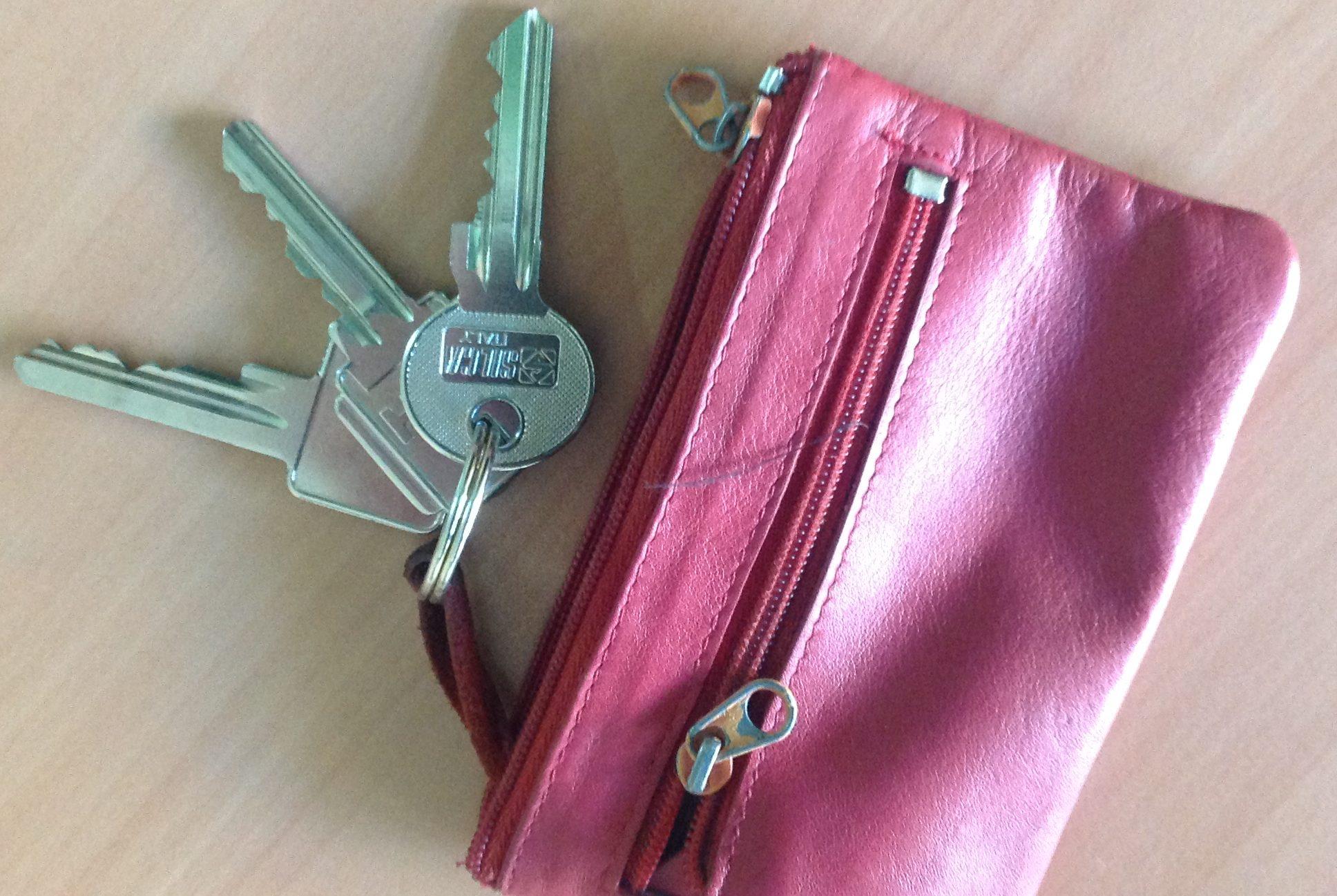 Ключи на полу