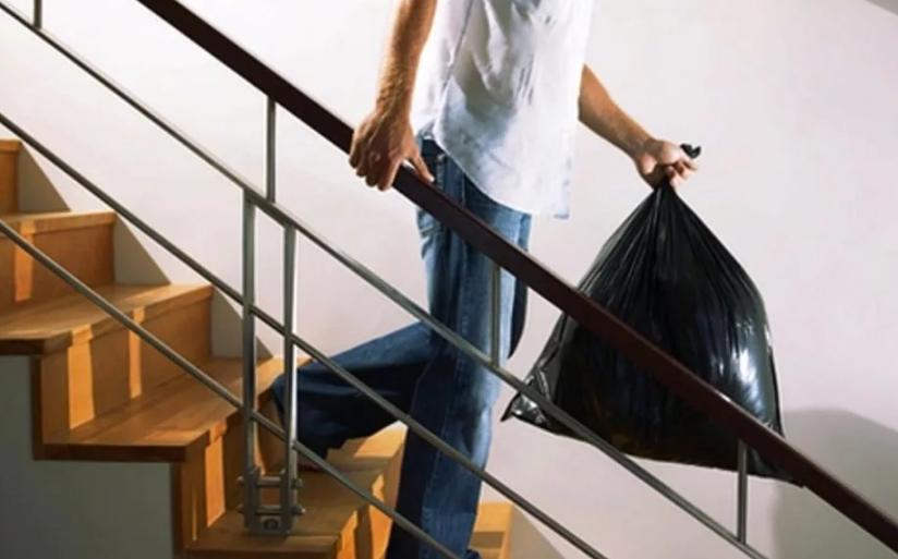 Почему запрещено выносить мусор поздно вечером: как развеять негативное толкование?