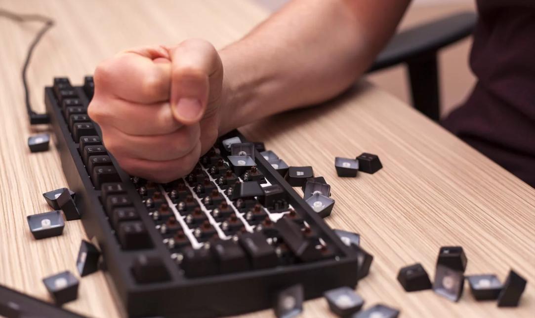 ударить кулаком по столу клавиатуре