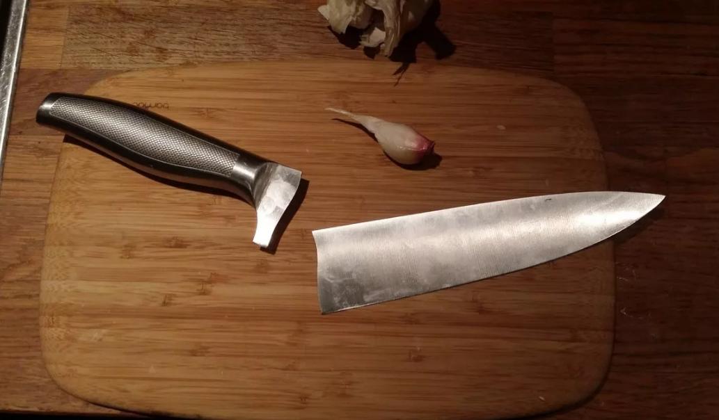 разломился клинок ножа