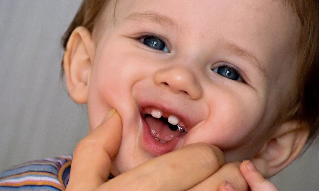 Открытка, картинки первые зубки