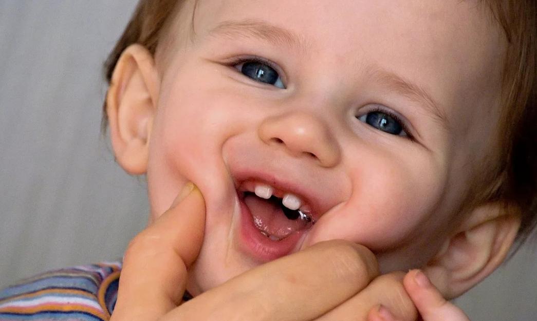 щель между зубами у ребенка