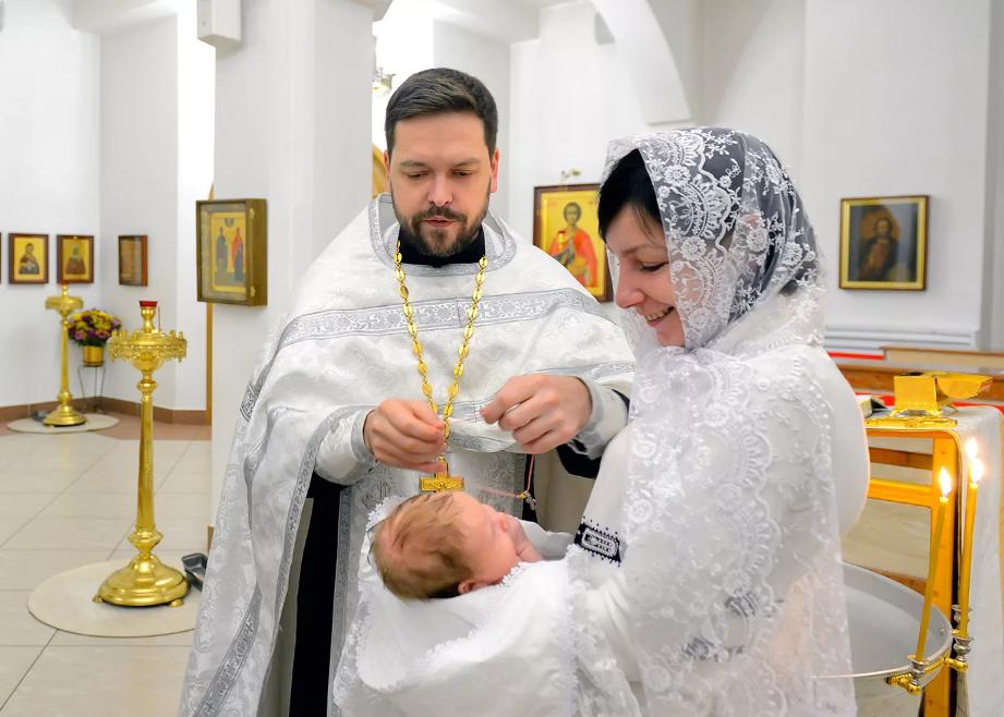 крещение ребенка в храме