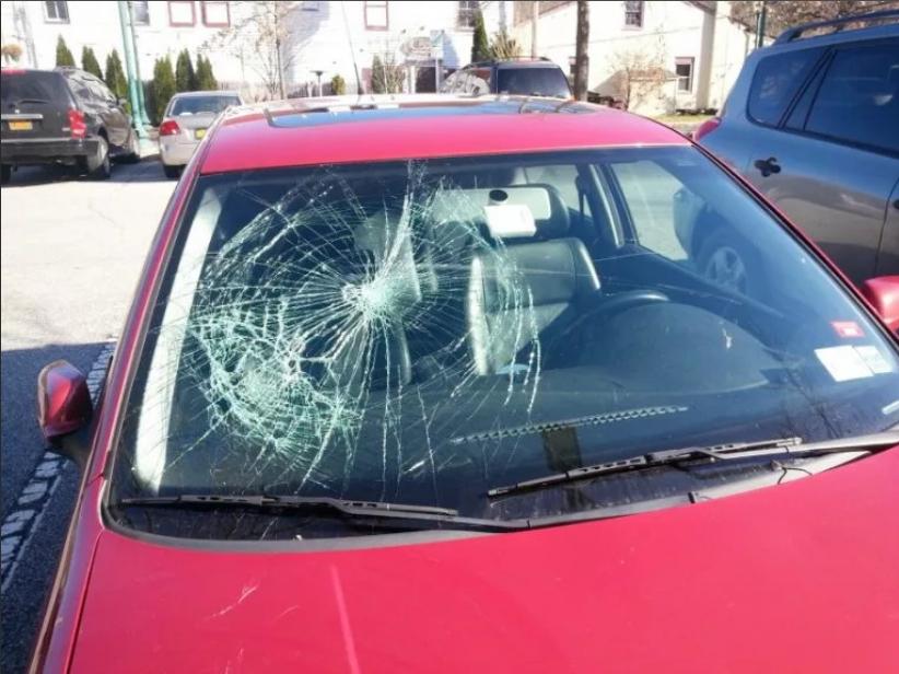 разбилось лобовое стекло автомобиля