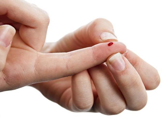 уколоть палец