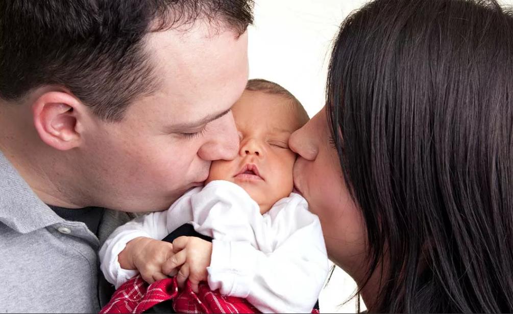 новорожденный и родители