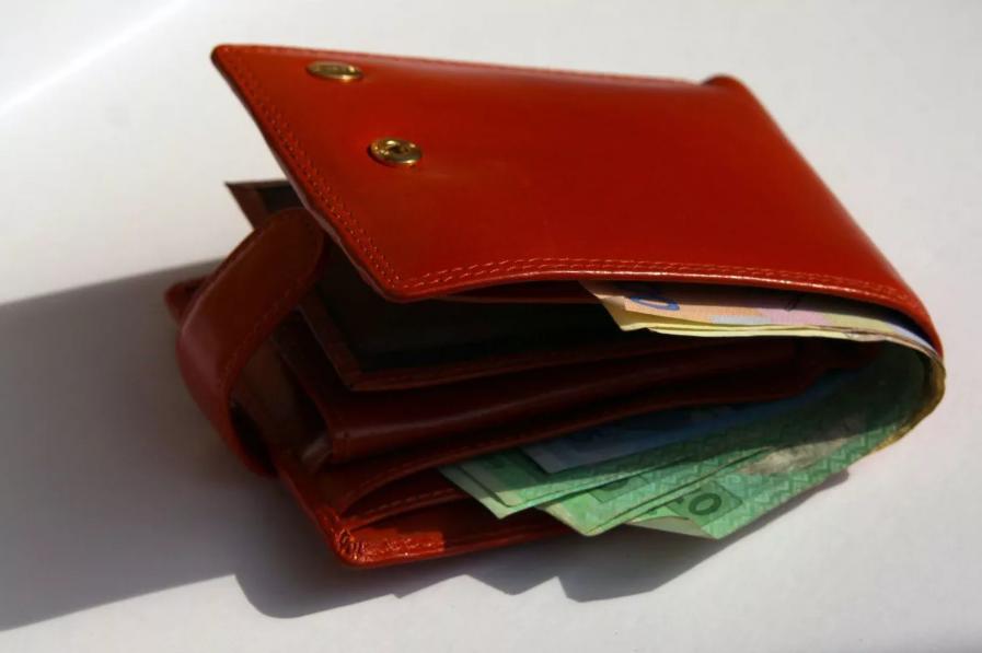 потерян кошелек с деньгами