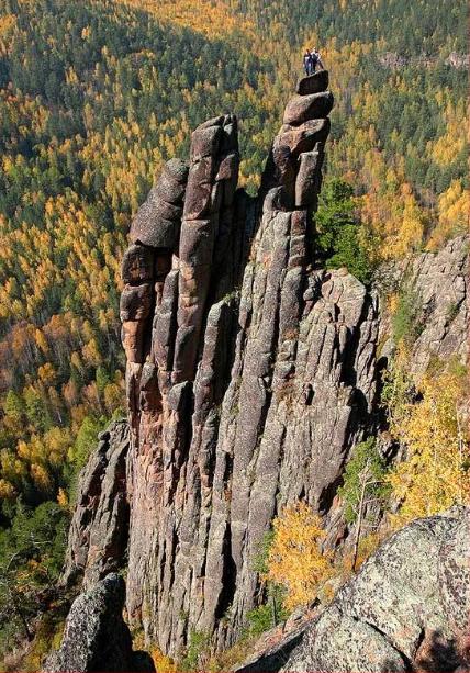 """Скала """"Колокольня"""" в заповеднике """"Красноярские столбы""""."""