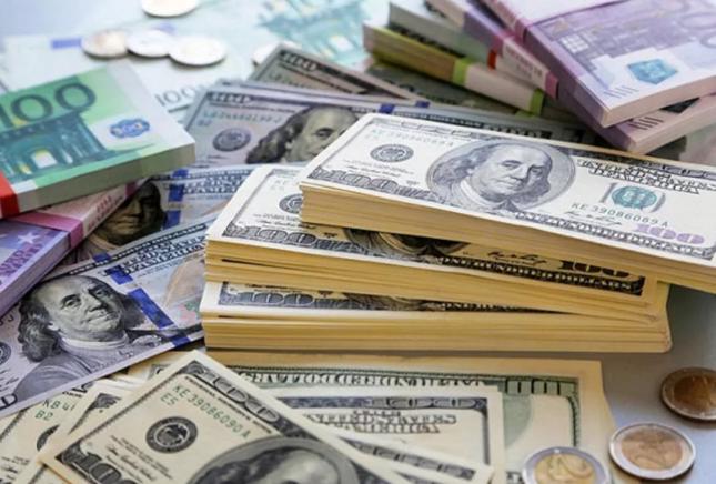 доллары и евро пачки