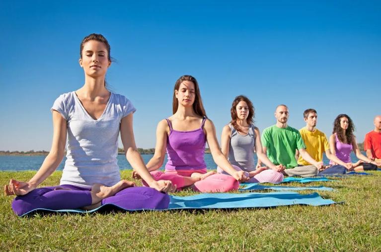 мантры медитация людей на природе