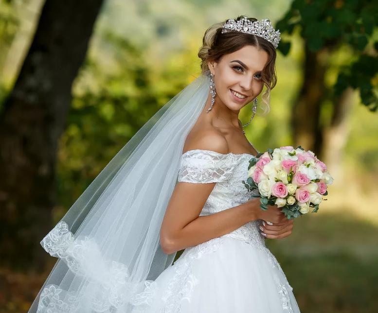 невеста в свадебном роскошном платье