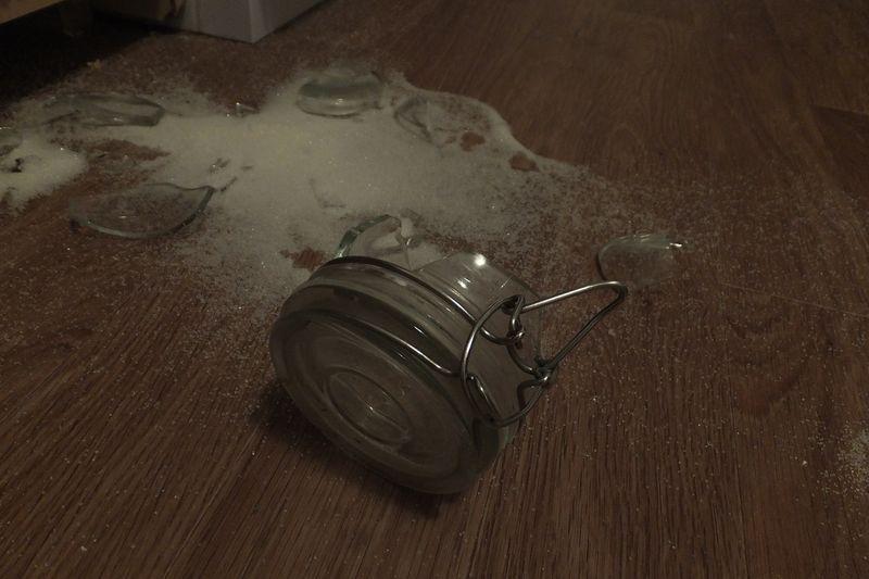 разбитая сахарница