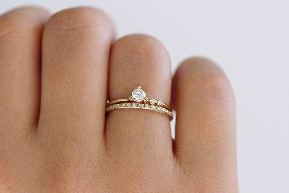 с помолвочным кольцом