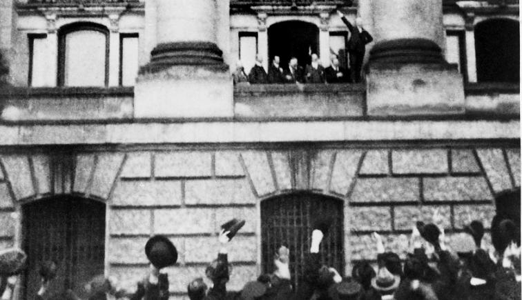 Шейдеман провозгласил республику Германию 1918